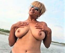Beurette de 30 ans aux gros seins défoncée sur la plage