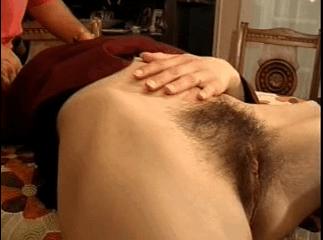Arabe poilue de la chatte suce en se faisant baiser