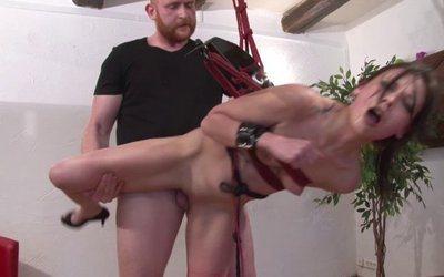 BDSM hardcore pour AMEL qui découvre la défonce hard