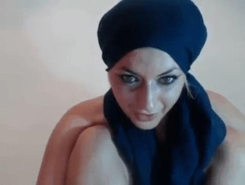 égyptienne voilée en webcam se doigte