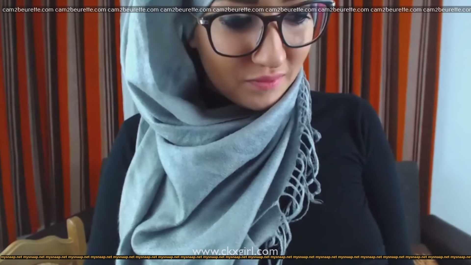 Camgirl voilée fait des coquinerie nue Munamuslim MunaSanur